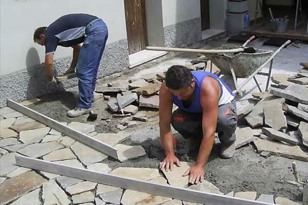 Posa manuale pietra greca