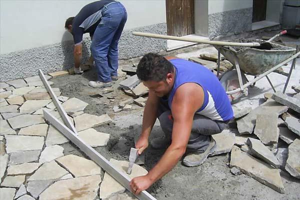Posa manuale di pietra greca