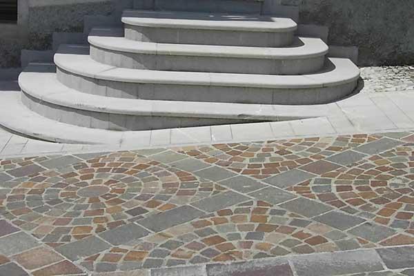 Scala in pietra piasentina